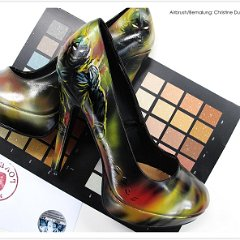 schuhe-lack-pumps-bemalt-bemalte-handbemalt-airbrush-schuhbemalung-disturbed_indestructible_guy-dumbsky_7580.jpg